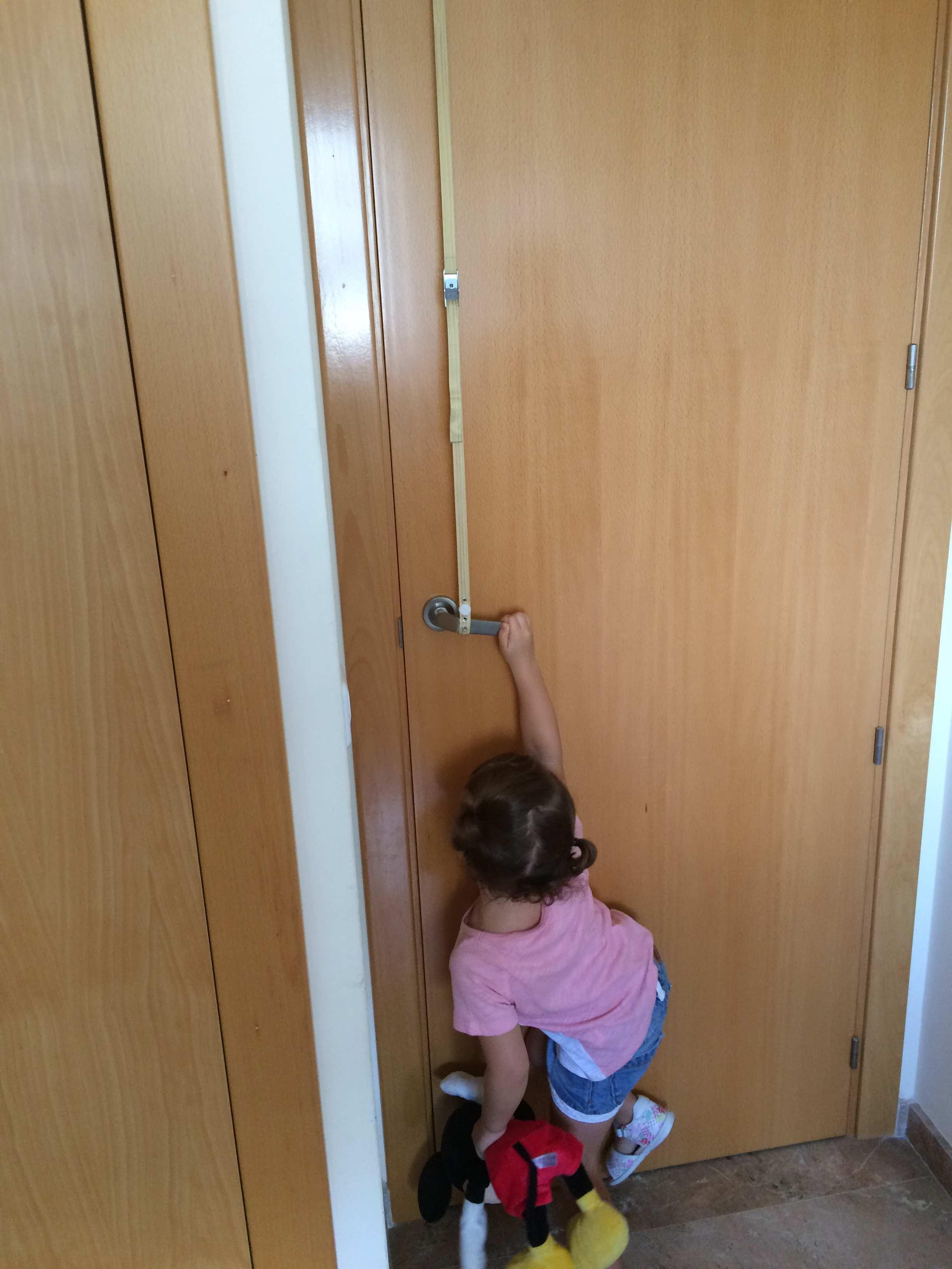 pauli-intentando-abrir