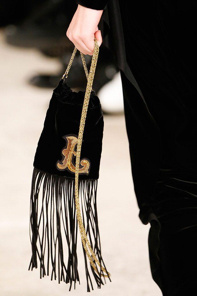bolso de flecos como complementos de otoño 2016