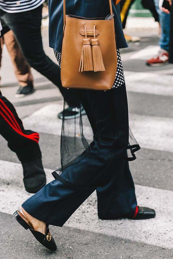 bolsos tipo saco como complementos de otoño 2016
