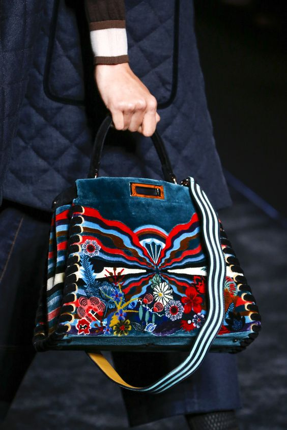 bolso de terciopelo bordado como complementos de otoño 2016