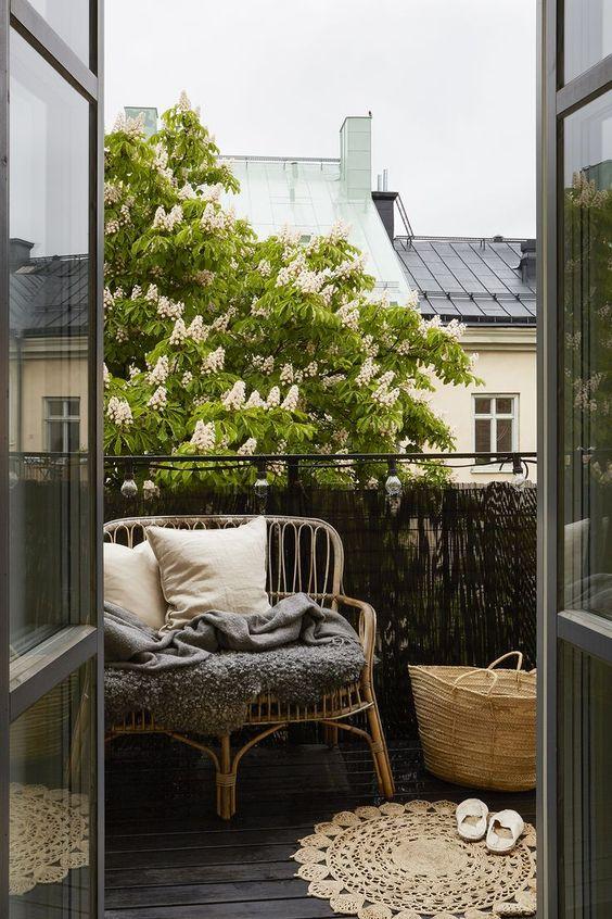 decoración de balcones pequeños con cañizo