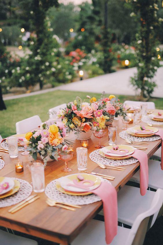 decoración de mesas de verano sofisticadas