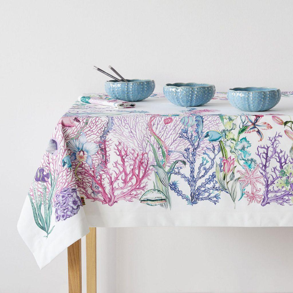 decoración de mesas de verano con manteles con motivos marinos