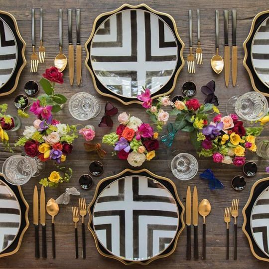 decoración de mesas de verano con motivos geometricos