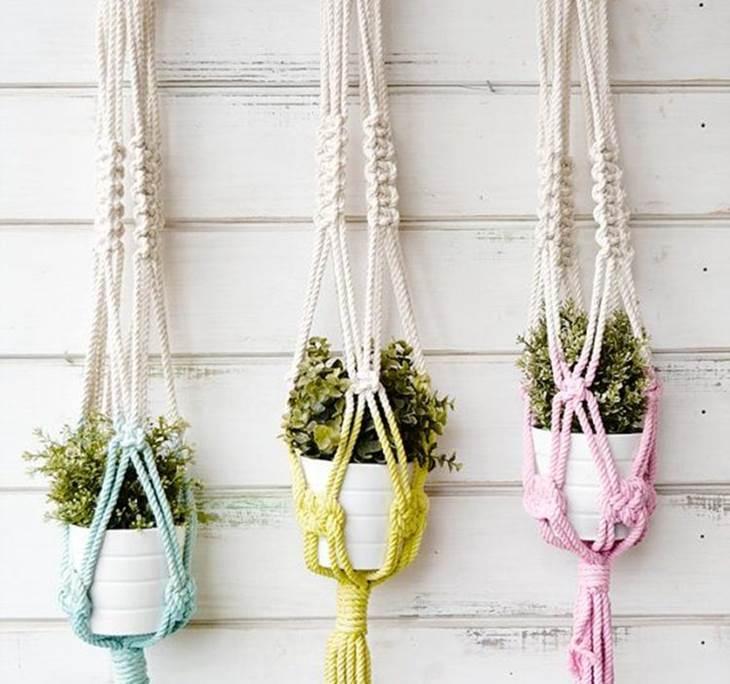 ideas para decorar balcones pequeños con maceteros de macramé
