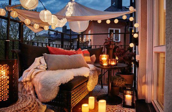 ideas para decorar balcones pequeños con toldos sencillos