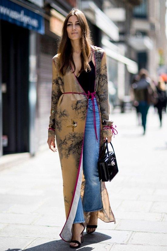 wrap dress combinado con pantalones