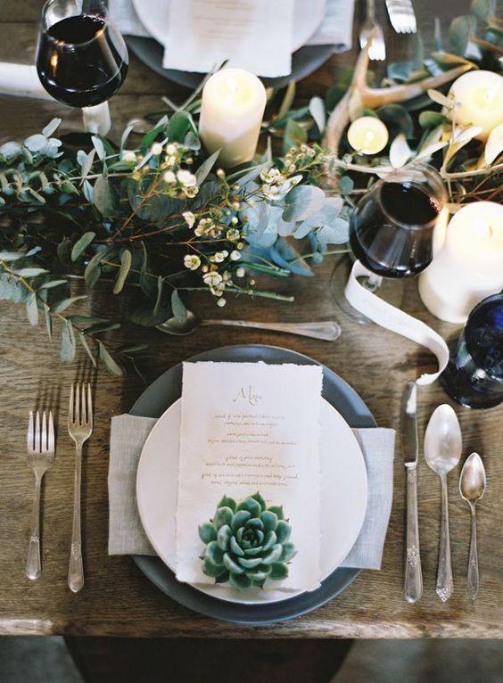 mesa bonita en navidad con plantas