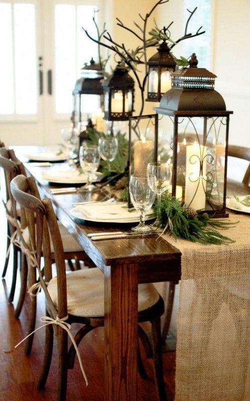 mesa bonita en navidad con ramas