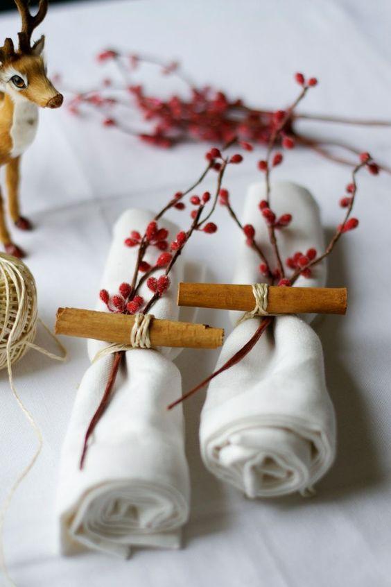 mesa bonita en navidad con servilleteros