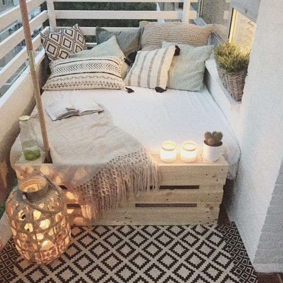 ideas para decorar balcones pequeños creando un espacio chill out