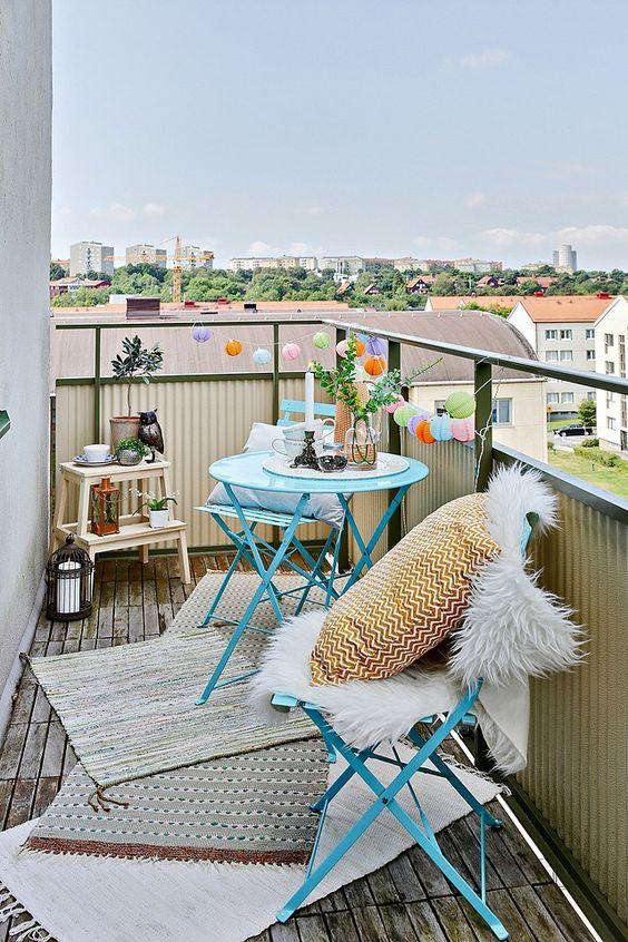 ideas para decorar balcones pequeños con guirnaldas