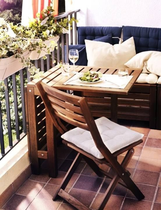 ideas para decorar balcones pequeños con mesas abatibles