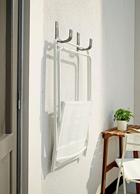 ideas para decorar balcones pequeños con muebles que puedan colgarse
