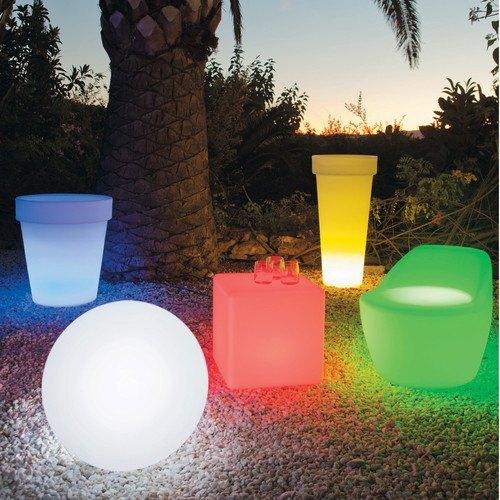 ideas para decorar balcones pequeños con cubos de luz