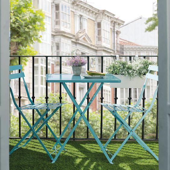 ideas para decorar balcones pequeños con conjuntos plegables