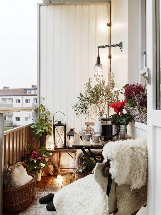 ideas para decorar balcones pequeños con muebles multifuncionales