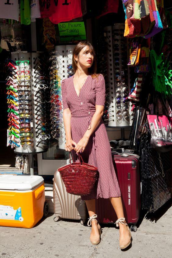 wrap dress con cesto y alpargatas