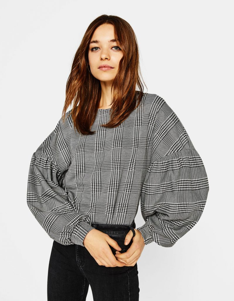 vestir como una it girl con camiseta oversize