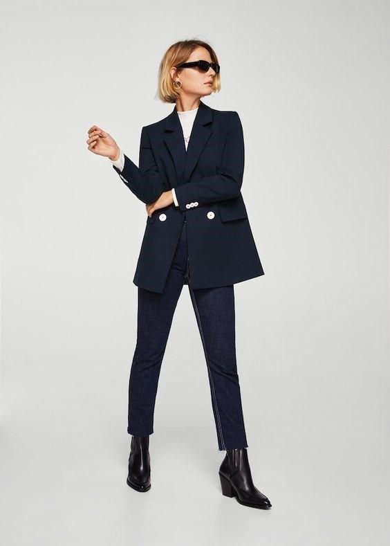 blazer navy de Zara con botones blancos