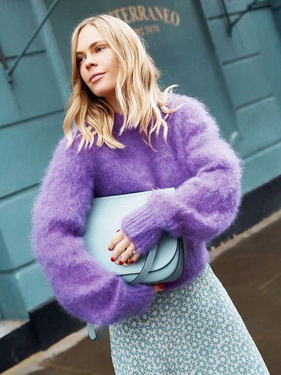 Cómo combinar un jersey lila con azul pastel